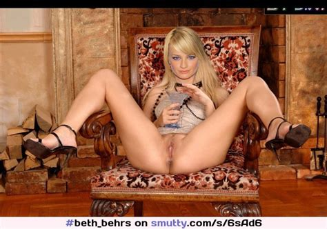 Beth behrs nackte Nackter Yoga
