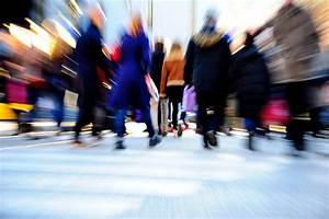 blurred walking people - Econlife