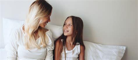 Lesbian Mom Tribbing Daughter