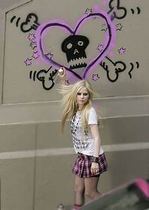 Rock Faerie Avril Lavigne hot Hairstyle selfless ...