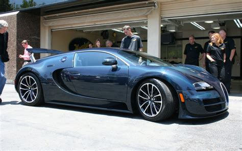 Even the other 25 regular units can achieve the top speed once their speed limiters are removed. blue carbon fiber bugatti veyron super sport side angle ...