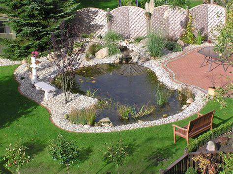 Der Gartenzwerg Cadolzburg by Fischteich Mit Steinen