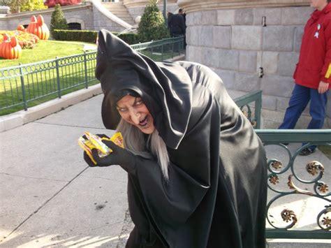 la chaise qui fait peur sorciere qui fait peur 14 la vieille sorcière qui fait