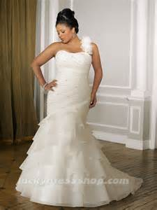 bridesmaid dresses plus size flattering fashion friday wedding dresses that flatter your the pretty pear plus size