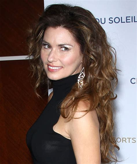 Shania Twain Long Wavy Casual Hairstyle