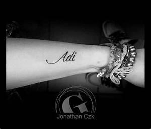 Idée De Tatouage Femme : tatouage poignet femme graphicaderme ~ Melissatoandfro.com Idées de Décoration