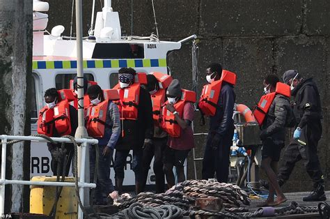 Dozens of migrants in several inflatable dinghies land on ...