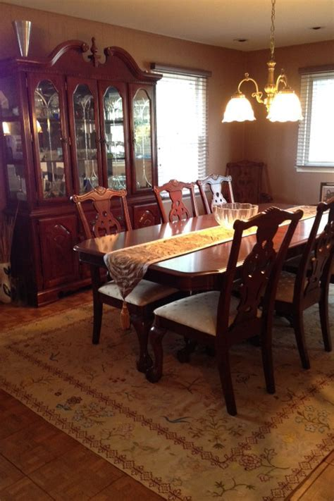 Ideas to modernize dining room set? Please