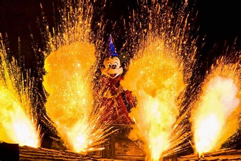 disneyland aug  fantasmic disneyland park