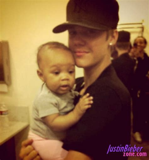 JUSTIN BIEBER: Justin Bieber with 9 month old baby