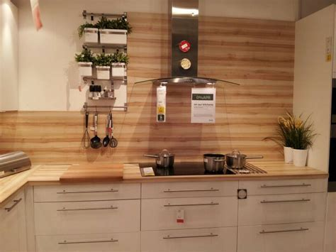 Beautiful wood grain splashback. Worktop used as