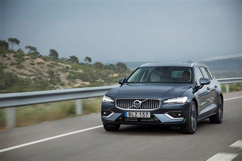 Volvo Automobiles by Volvo Showcases New V60 Model