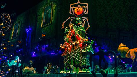 haunted mansion holiday gingerbread house debuts