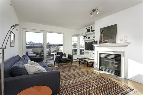 Small Penthouse Apartment in Vancouver with a Space Saving