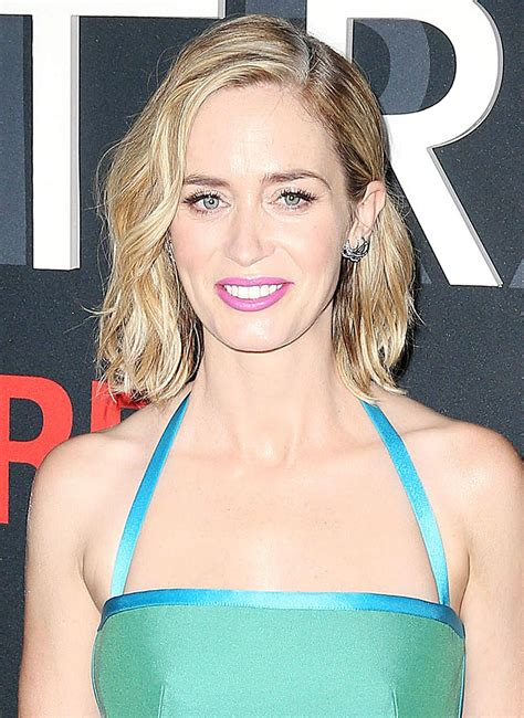 Emily blunt official facebook page. EMILY BLUNT at 'The Girl on the Train' Premiere in New York 10/04/2016 - HawtCelebs