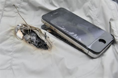 iphone explodes while charging another iphone4 explodes while charging 2 chinadaily cn 1558