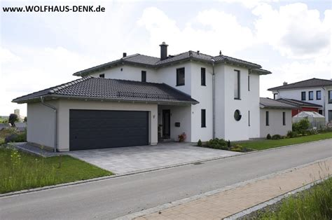 Wolfhaus Denk  Fertighaus Mit Walmdach Eingangsbereich