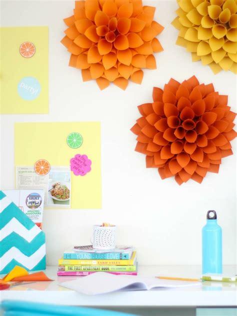 Frische Wanddekoration Mit Pflanzenwandregal Fuer Blumen by Zimmer Deko Diy Frische Fr 252 Hlingsdeko Aus Papier Basteln