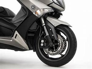 Meilleur Pret Auto Du Moment : quels sont les meilleurs maxi scooters du moment yamaha 530 tmax ~ Medecine-chirurgie-esthetiques.com Avis de Voitures