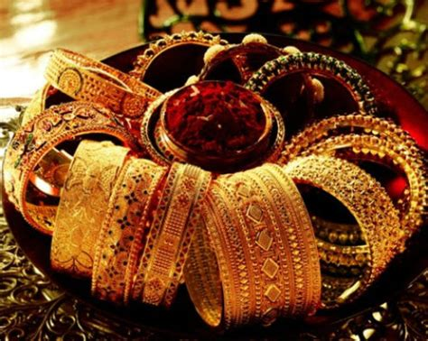 Wedding Accessories For Indian Groom : Must Have Indian Accessories To Complete Your Bridal