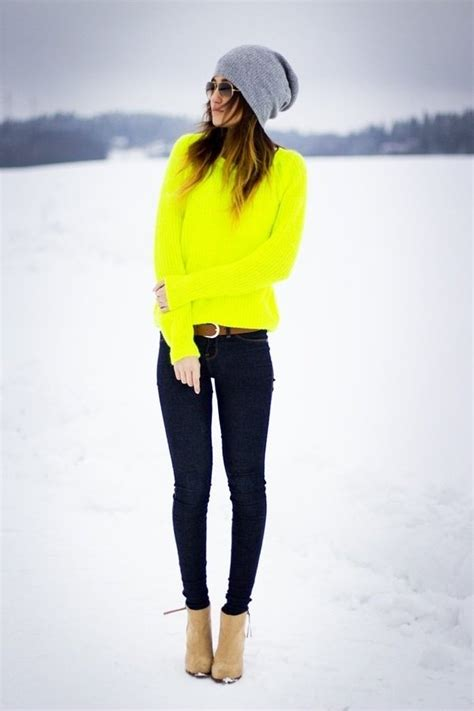 Neon Jersey + Skinny Jeans + beanie = Awesome winter combo | Outfits I love | Pinterest