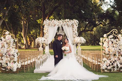 Traditional and Elegant Fairytale Wedding   Strictly Weddings