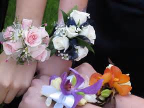 where to buy corsages for prom prom 2014 how to out a corsage josic