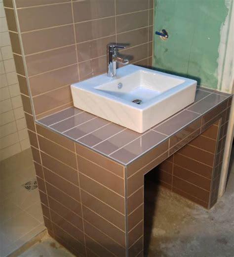si鑒e bain meuble salle de bain carrelé