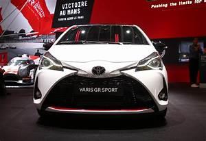 Toyota Yaris Sport : toyota yaris gr sport revealed at 2018 paris auto show ~ Medecine-chirurgie-esthetiques.com Avis de Voitures