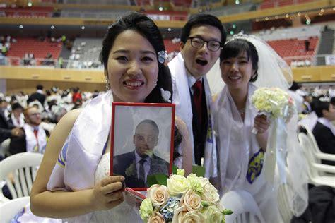 thousands  couples marry  mass wedding  moonies