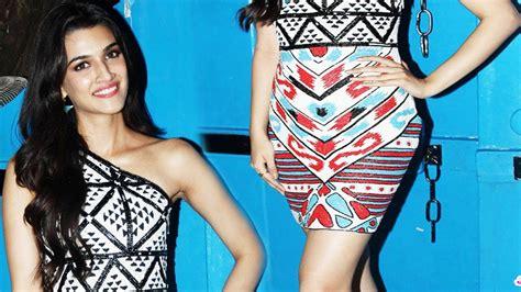 Slim And Beautiful Kiriti Sanon At The Movie Launch Youtube