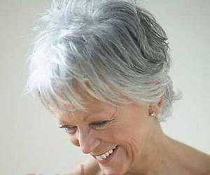 Coupe Cheveux Gris Femme 60 Ans : coupe de cheveux femme 60 ans cheveux blancs ~ Voncanada.com Idées de Décoration
