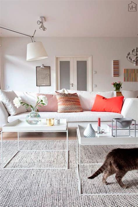 scandinavian style sofas claves para elegir los cojines para sofás