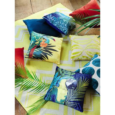 coussin jaune imprime tropical  toucan maisons du monde