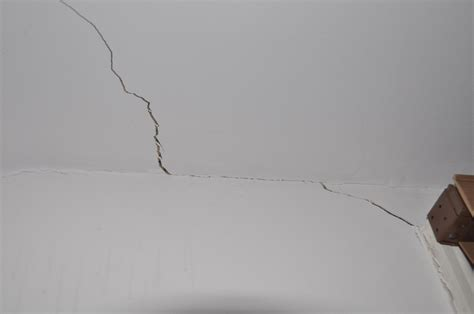 hairline cracks in ceiling causes fixing minor cracks on walls plastering in streatham