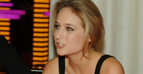 Crush Of The Day Leelee Sobieski Hottest Cleavage Show