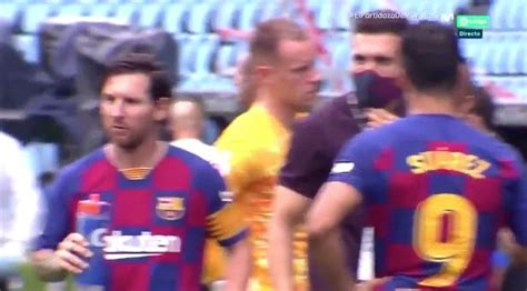 Lionel Messi seen ignoring instructions as Barcelona ...