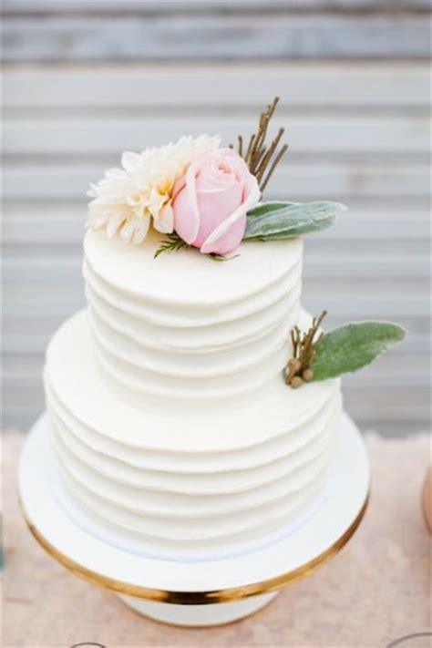 simple sweet rustic buttercream wedding cake   Deer Pearl