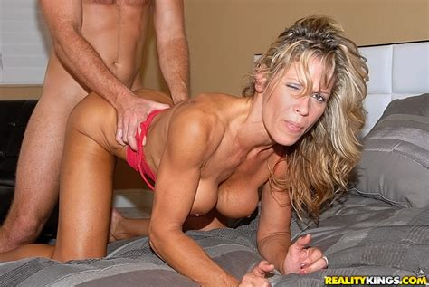 Fake Tit Woman Crystal Screwed In The Gym Moms Archive