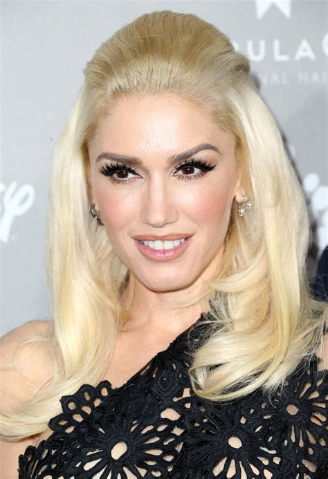 Gwen Stefani Half Up Half Down - Gwen Stefani Looks ...