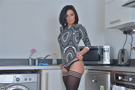 Hot and steamy British MOM getting naughty - Pichunter