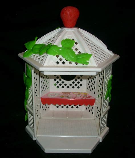 vintage strawberry shortcake  garden house gazebo american  toy htf ebay