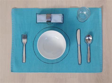 poner la mesa setting the table montessori en casa 169 | P2071743 900x665