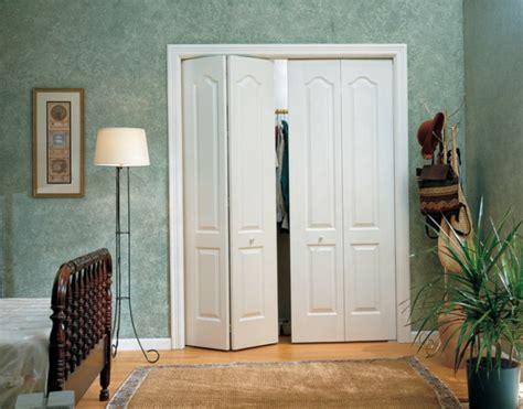 meuble cuisine blanc les portes de placard pliantes pour un rangement joli et