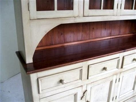 Country Style White Kitchen Hutch   ECustomFinishes