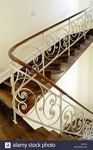Treppe Handlauf Holz : treppenhaus h lzerne treppe gel nder dekorieren treppe treppen innen innere rezeption ~ Watch28wear.com Haus und Dekorationen