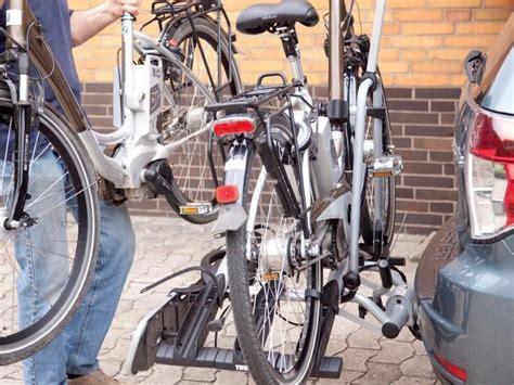 fahrradträger e bike test fahrradtr 228 ger f 252 r e bikes im test 2017 mit diesen