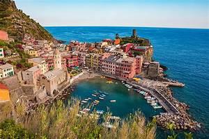 File:Vernazza and the sea, Cinque Terre, Italy.jpg - Wikipedia  Italian