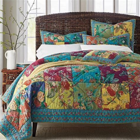 Colorful Coverlets by 25 Best Ideas About Bed Quilts On Quilts For