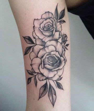 Un tradicional significado de rosas en tatuajes Tatuajes